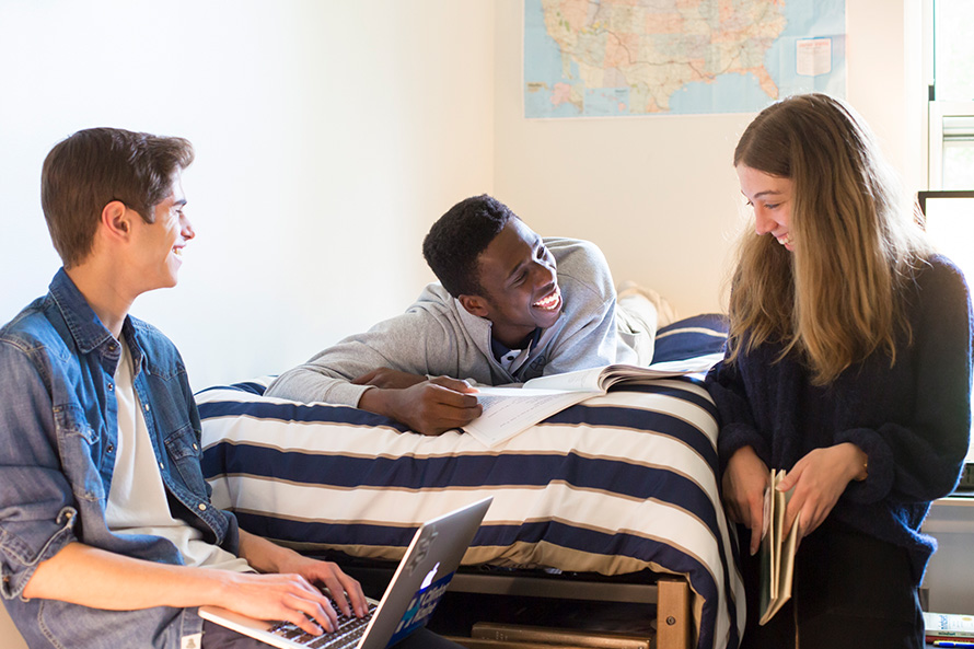 Oxford students study in the dorm